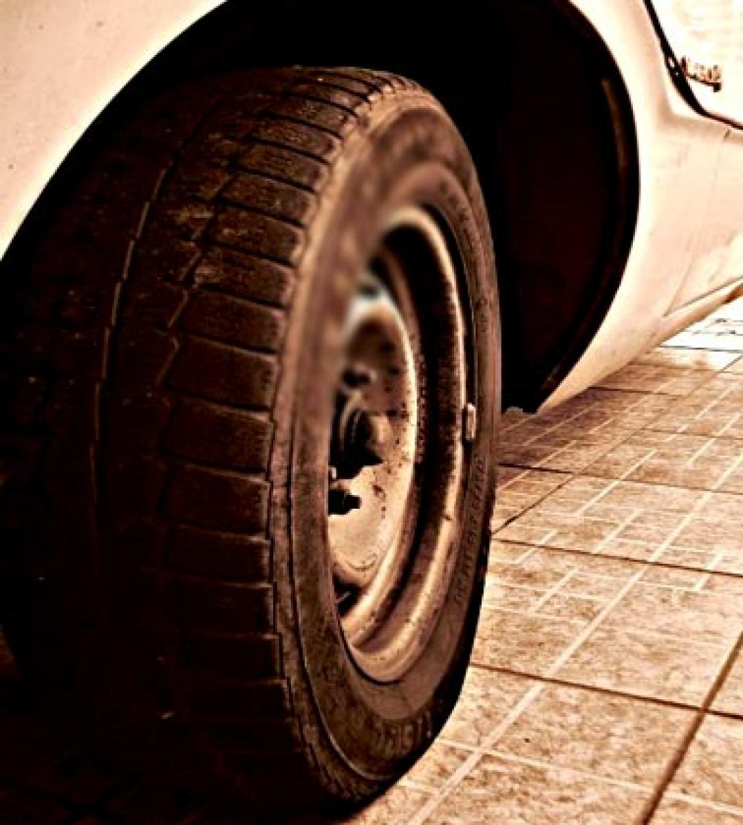 Indian American after car crash  sues US tyre company