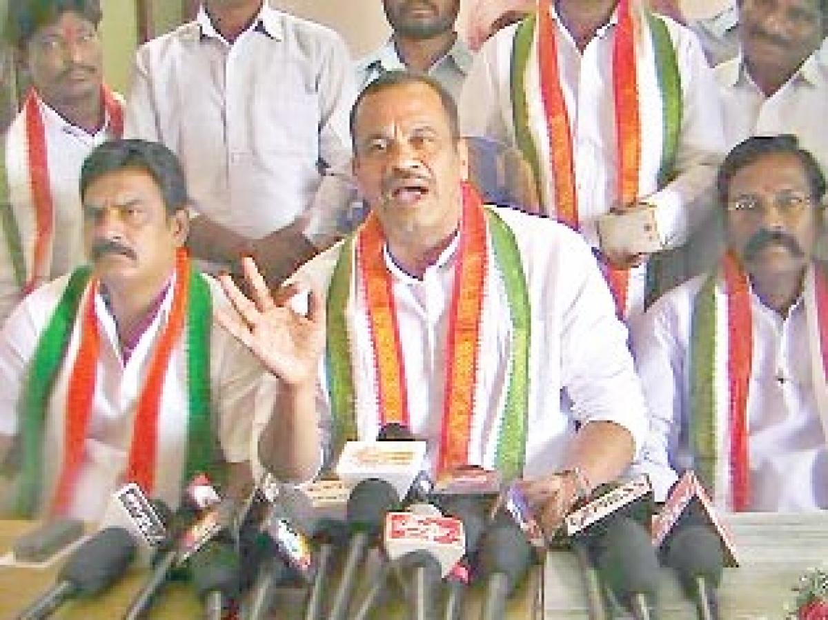 Congress flays TRS government for wasting public money on new offices
