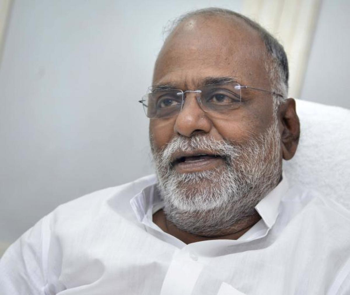 Day after Sasikalas election, Ex-Rajya Sabha MP Kannan quits AIADMK