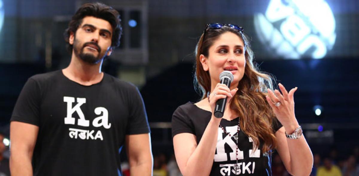 Kareena, Arjun Kapoor cheer players