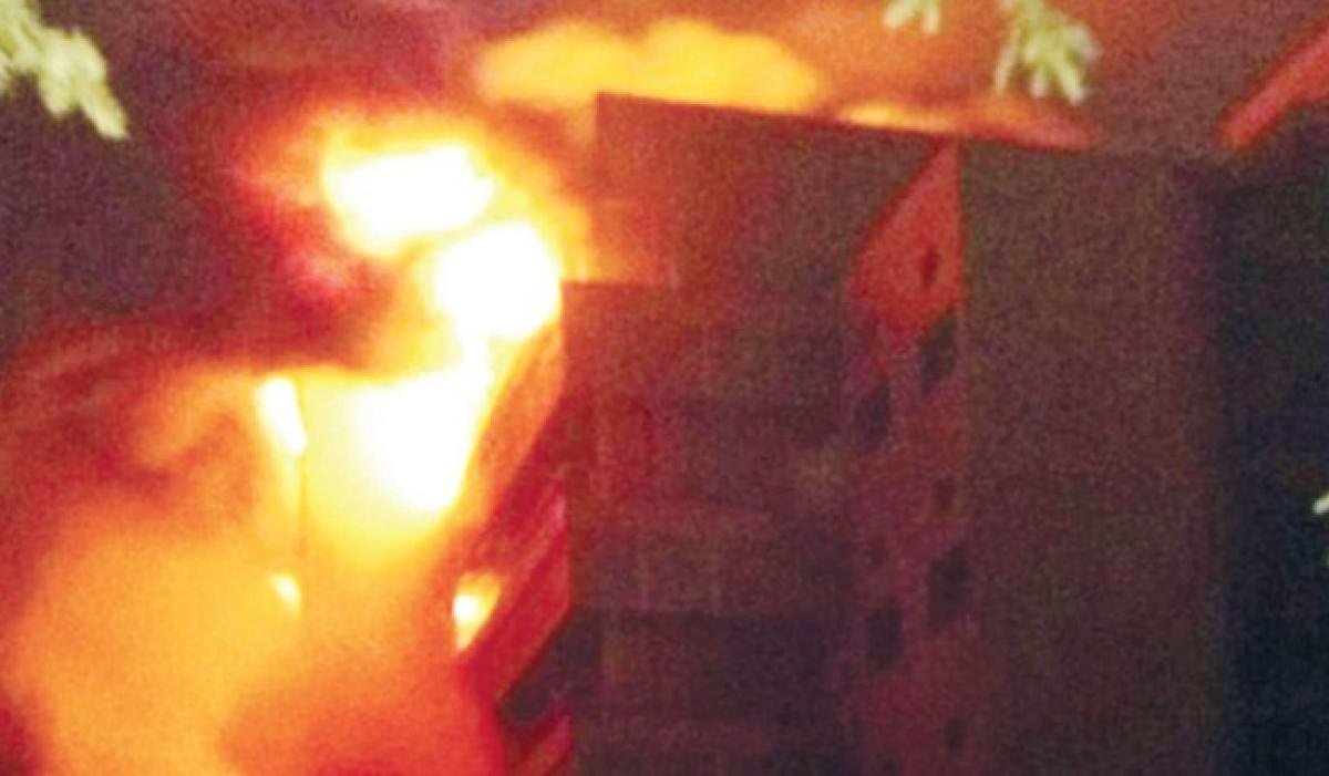 Massive fire nearly collapses major market in Bangladesh