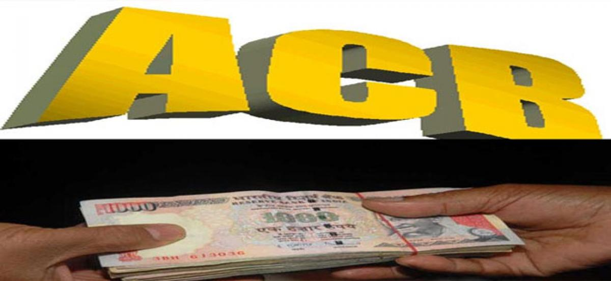 Deputy Tahsildar caught red-handed by ACB sleuths