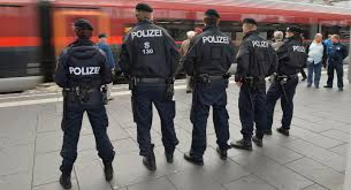 Eight held in Austrian police raids linked to Islamic State