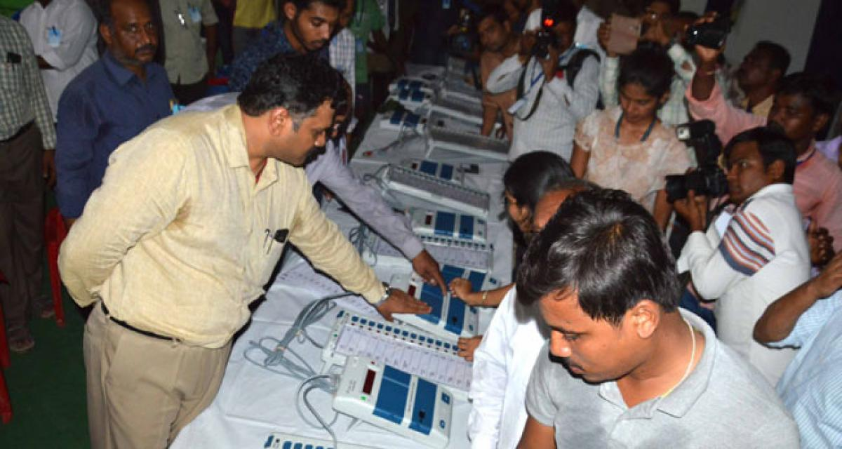 District Collector examines EVMs