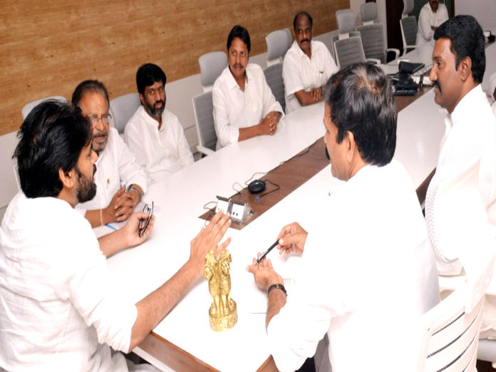 Pawan Kalyan hints at feelers from YSRCP for alliance