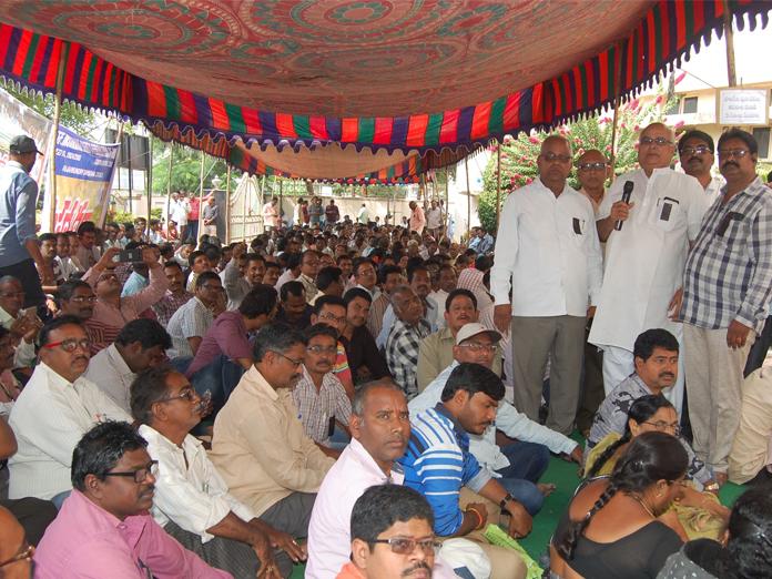 LIC assn members stage dharna in Rajamahendravaram