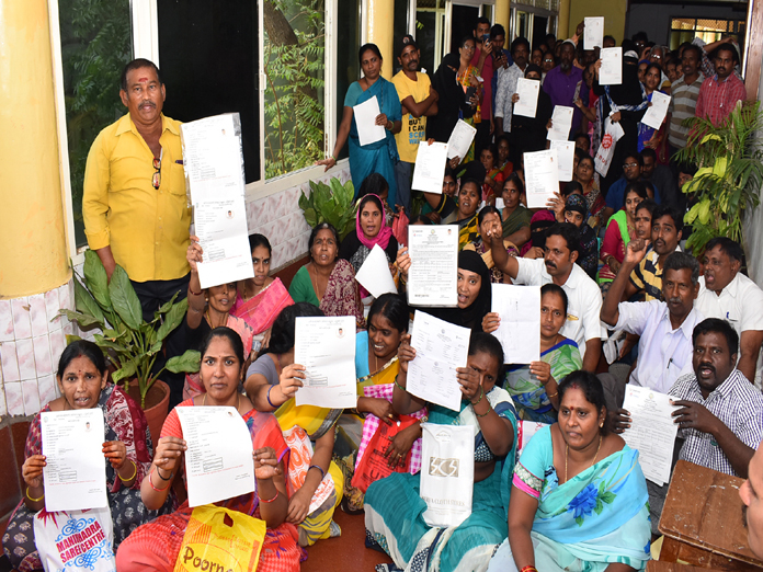 Aspirants stage protest over non-allotment of PMAY houses