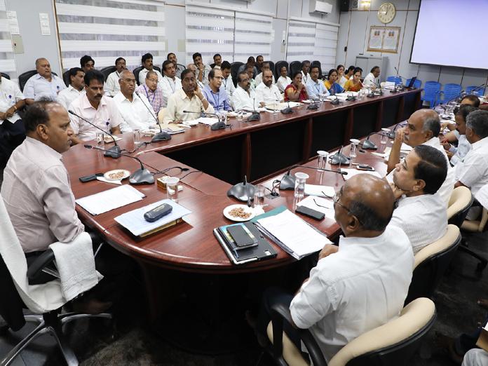 Take steps for smooth Ratha Sapthami: JEO tells officials