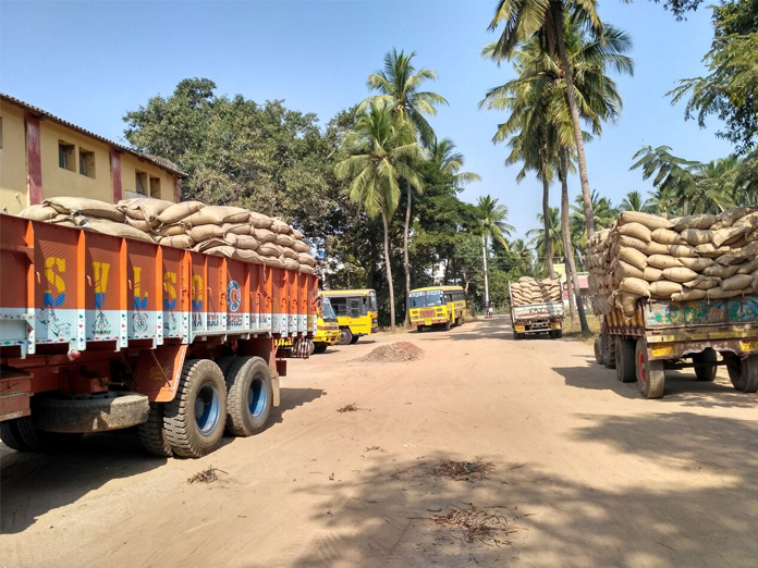 Officials fail to procure paddy in Srikakulam