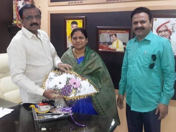 Savitribai award winner felicitated