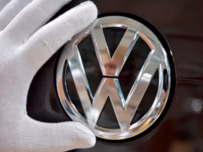 Volkswagen to manufacture mobile electric car recharging stations