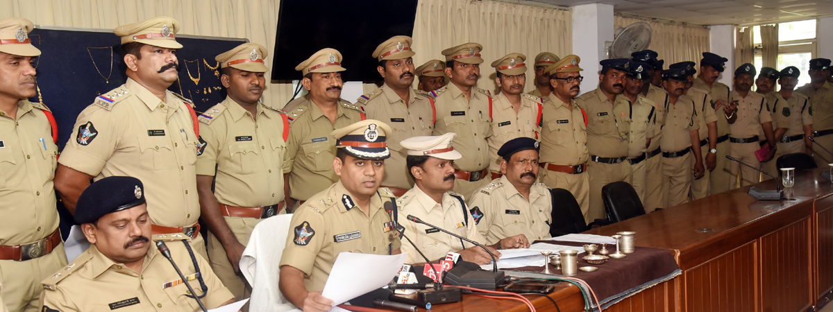 4 traders arrested, gold articles worth 5 crore seized