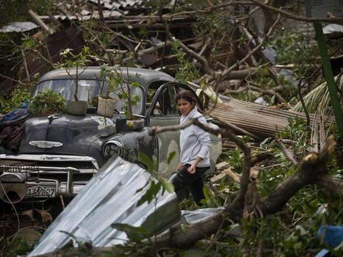 Tornado hits Cuba; 4 dead, nearly 200 injured