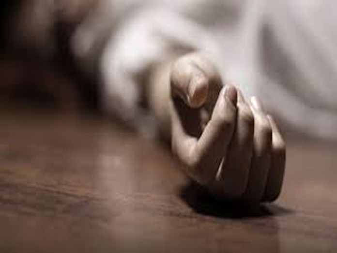 Woman ends life as garment mall owner sexually harasses daughter