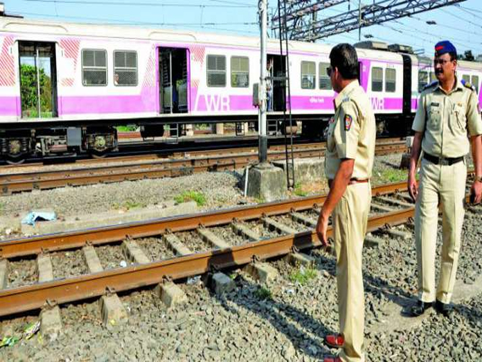 Constable dies after hit by train