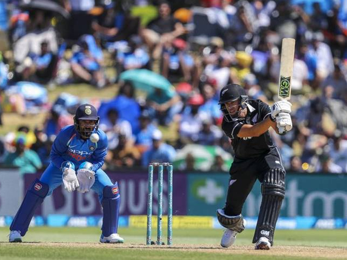 Hardik shines on return, India restrict New Zealand to 243