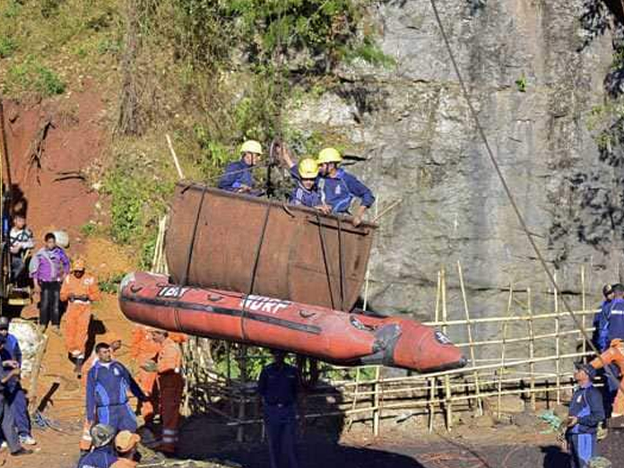 Navy stops ops to pull out decomposed body from Meghalaya mine