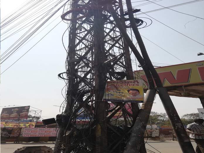 Maze of cables at LB Nagar main road