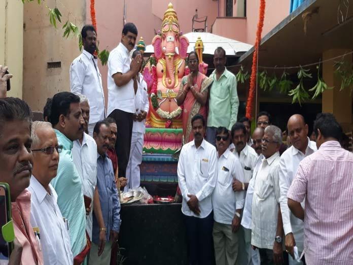 Mynampally unveils Ganesha idol