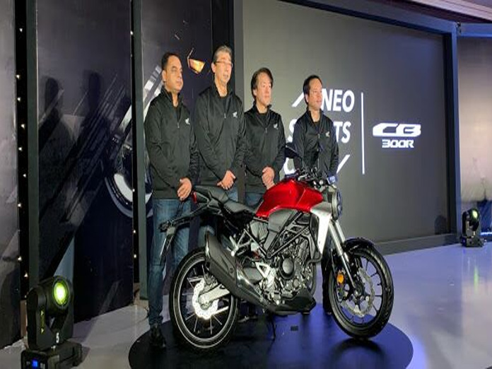 HMSI rides in CB300R at Rs 2.41L