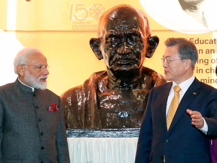 Modi chants Gandhi mantra to fight terror
