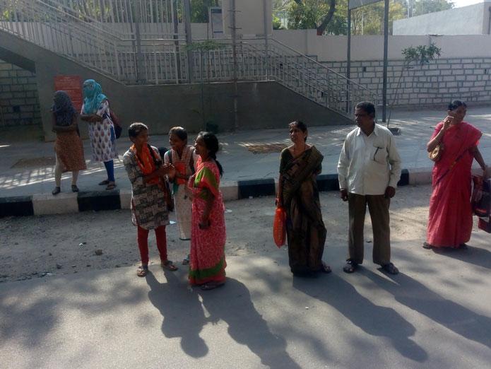 No bus shelters in Ashok Nagar