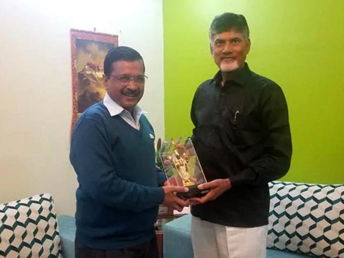 Chandrababu Naidu Meets Arvind Kejriwal Over Mahagathbandhan