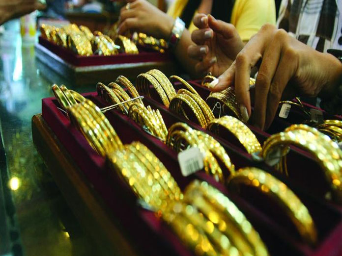 Gold falls Rs 330 on muted jewellers demand amid weak trend overseas