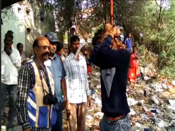 Unknown assailants hanged a person at Chacha Nehru Park in Gandhinagar