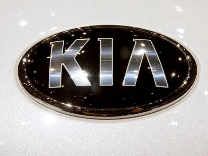 Kia Motors joins hands with Axis Bank