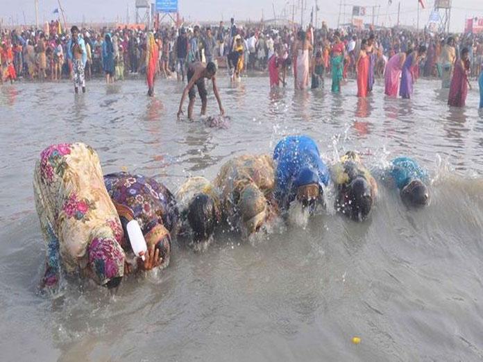 Thousands take holy dip near Konark on Magha Mela