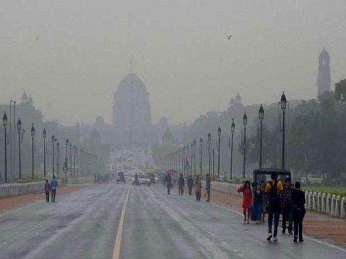 Misty Sunday morning in Delhi