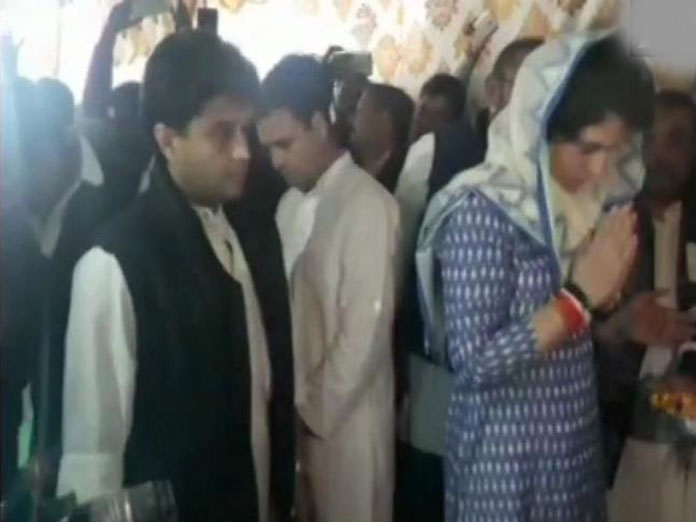 Rahul along with Priyanka, Scindia visits families of Pulwama martyrs in UP
