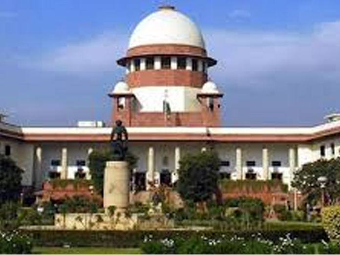 SC dismisses two court officials for tampering with judicial order