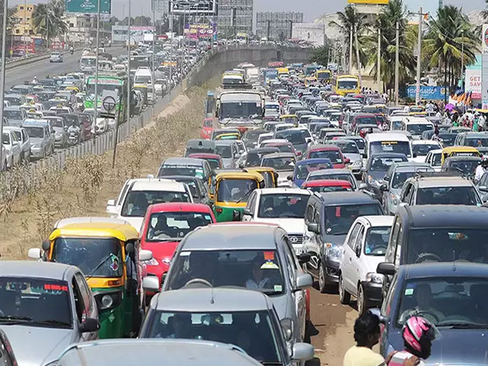 Traffic Chaos: Aero show causes vehicles to crawl on city roads