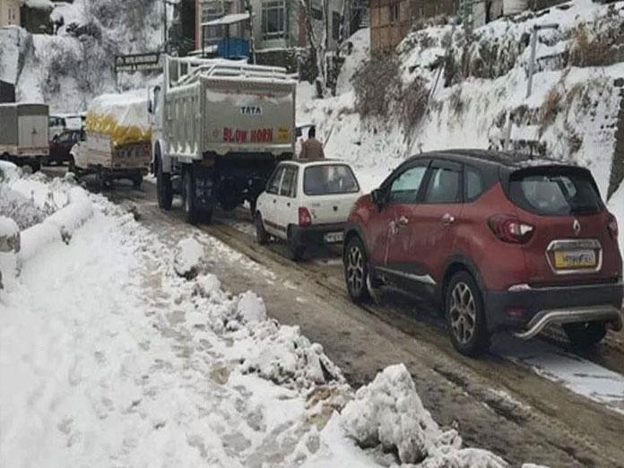 Jammu-Srinagar highway restored: Over 1,400 trucks head for valley