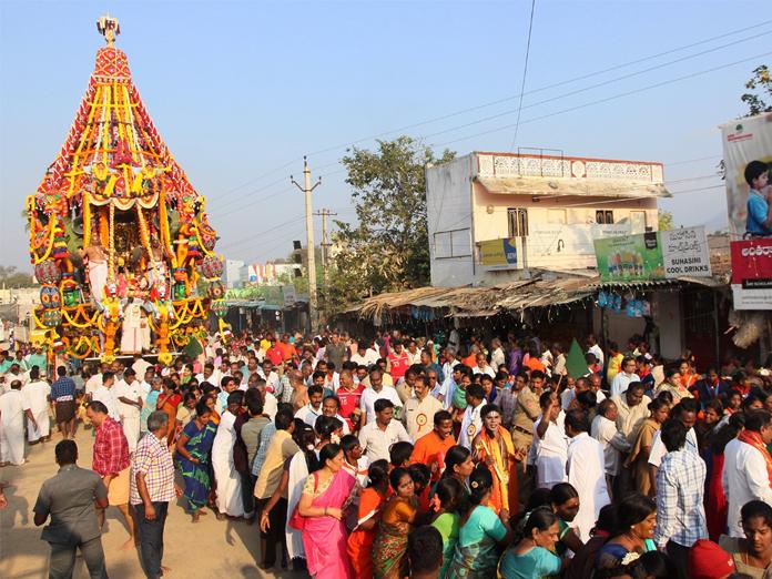 Devotees throng to Srinivasamangapuram to witness Brahmotsavam
