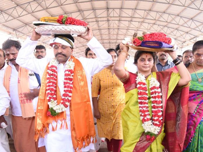 Amaranatha presents silk vastrams