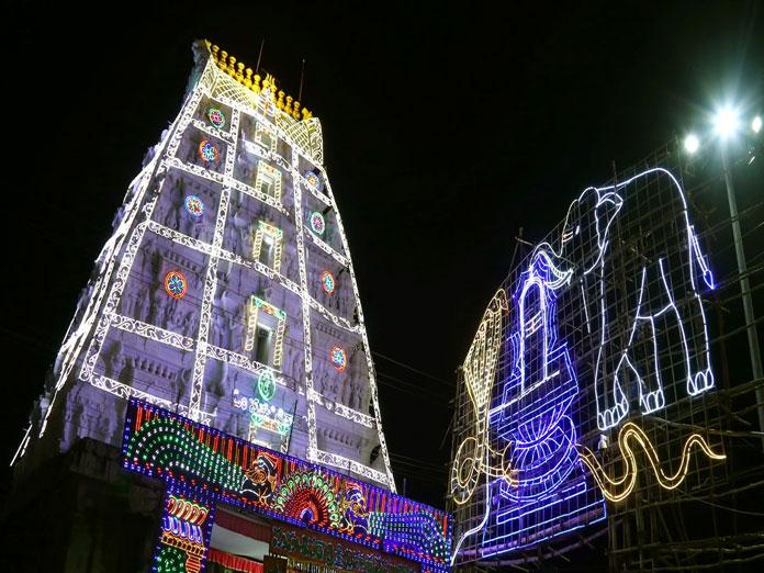 Srikalahasti decked up for Maha Sivaratri fete