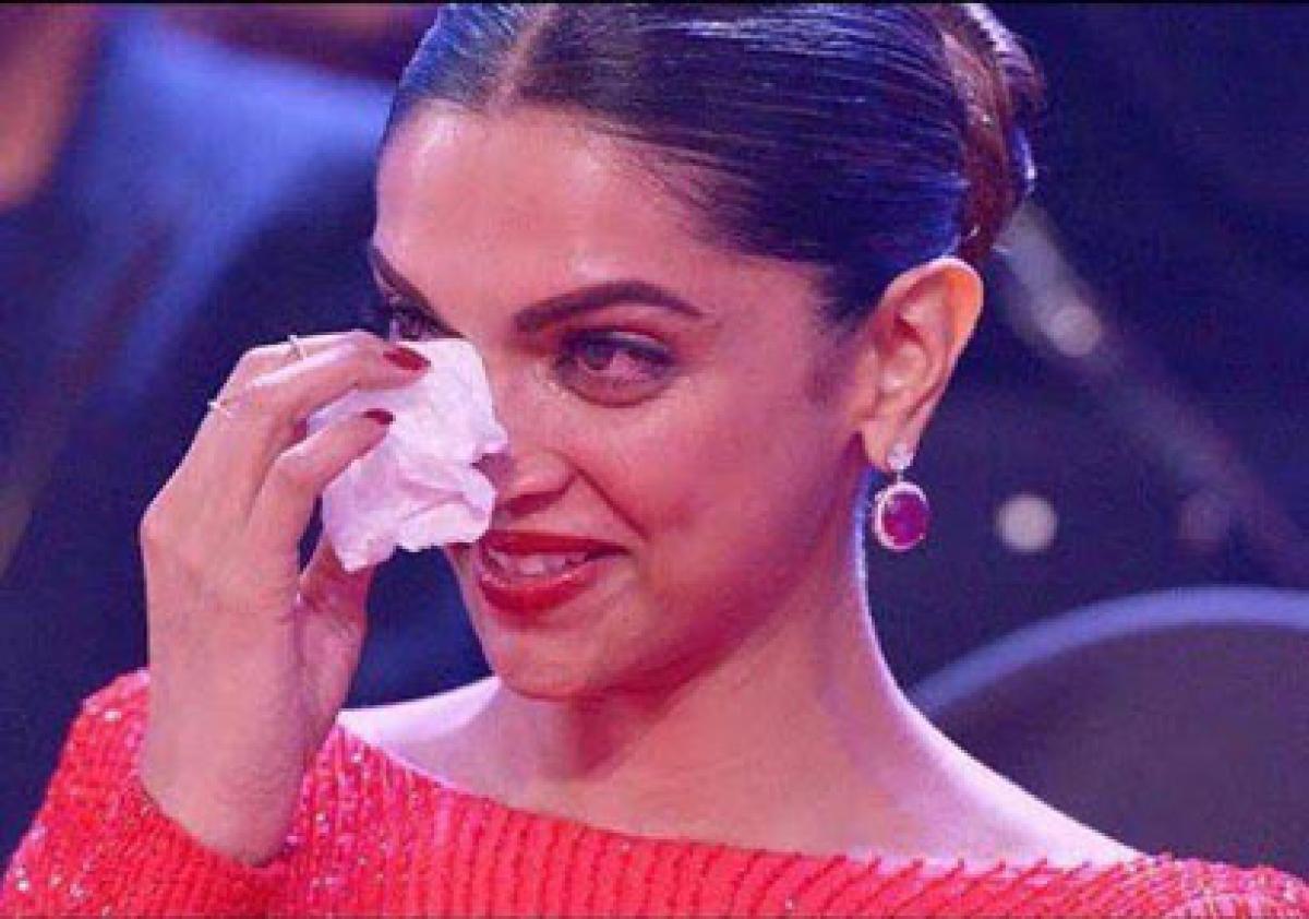 Reason behind Deepika turning emotional at Filmfare Awards