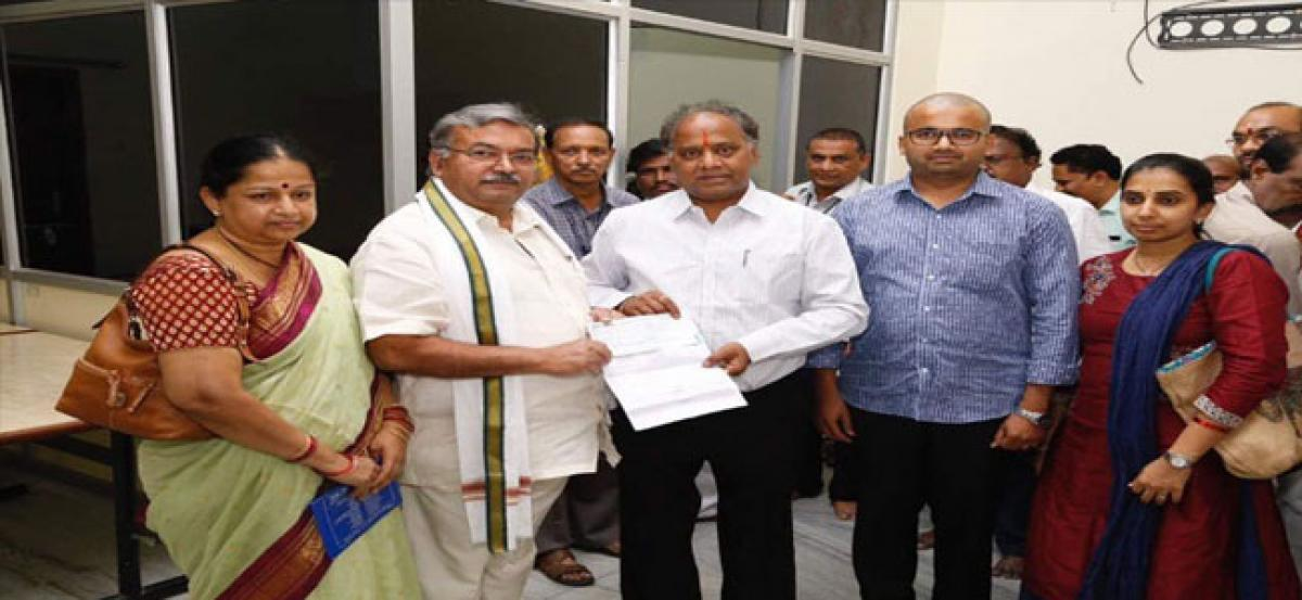 AITS chairman donates Rupees 10 lakh to TTD Trust