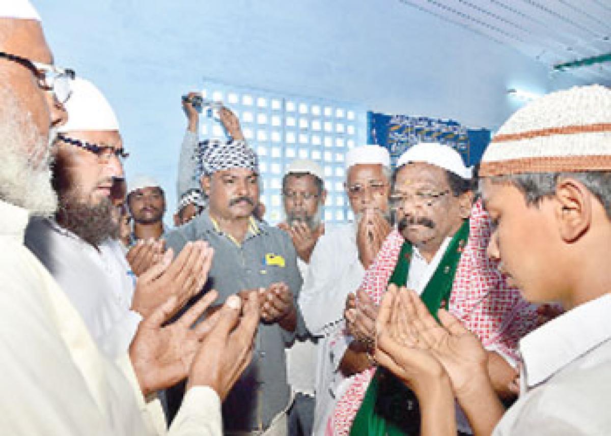 'Ramzan Tohfa to 11 lakh Muslims'