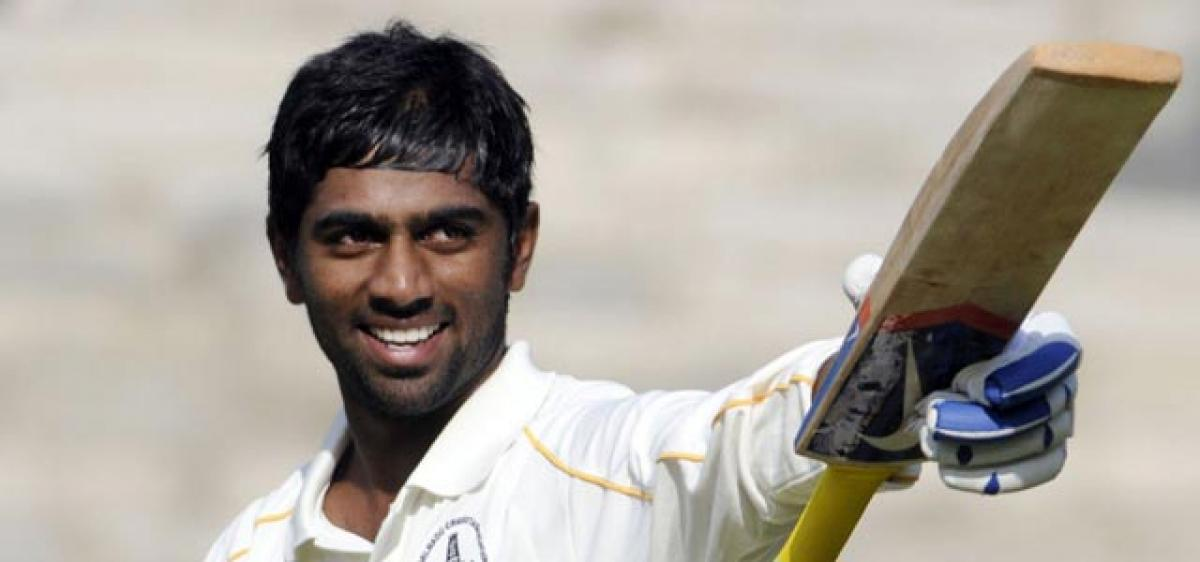 Parthiv axed, Mukund gets a recall for Hyderabad Test