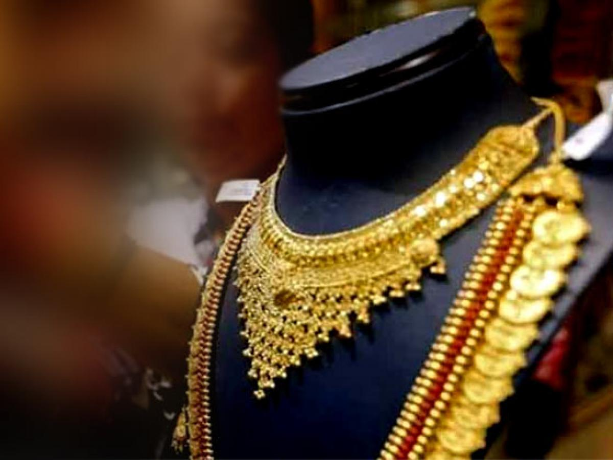 Gold gains by Rs 100 on global cues, jewellers buying