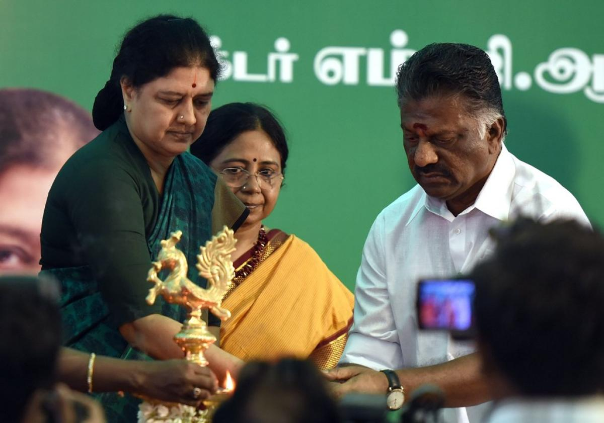 Sasikala hits back, flaunts MLAs, slams OPS for colluding with Oppn