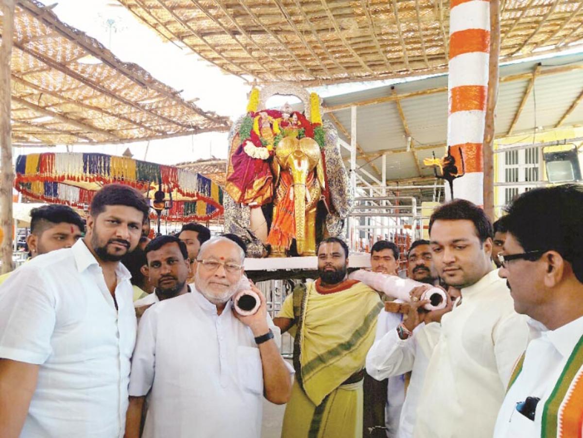 Modi's brother visits Yadadri