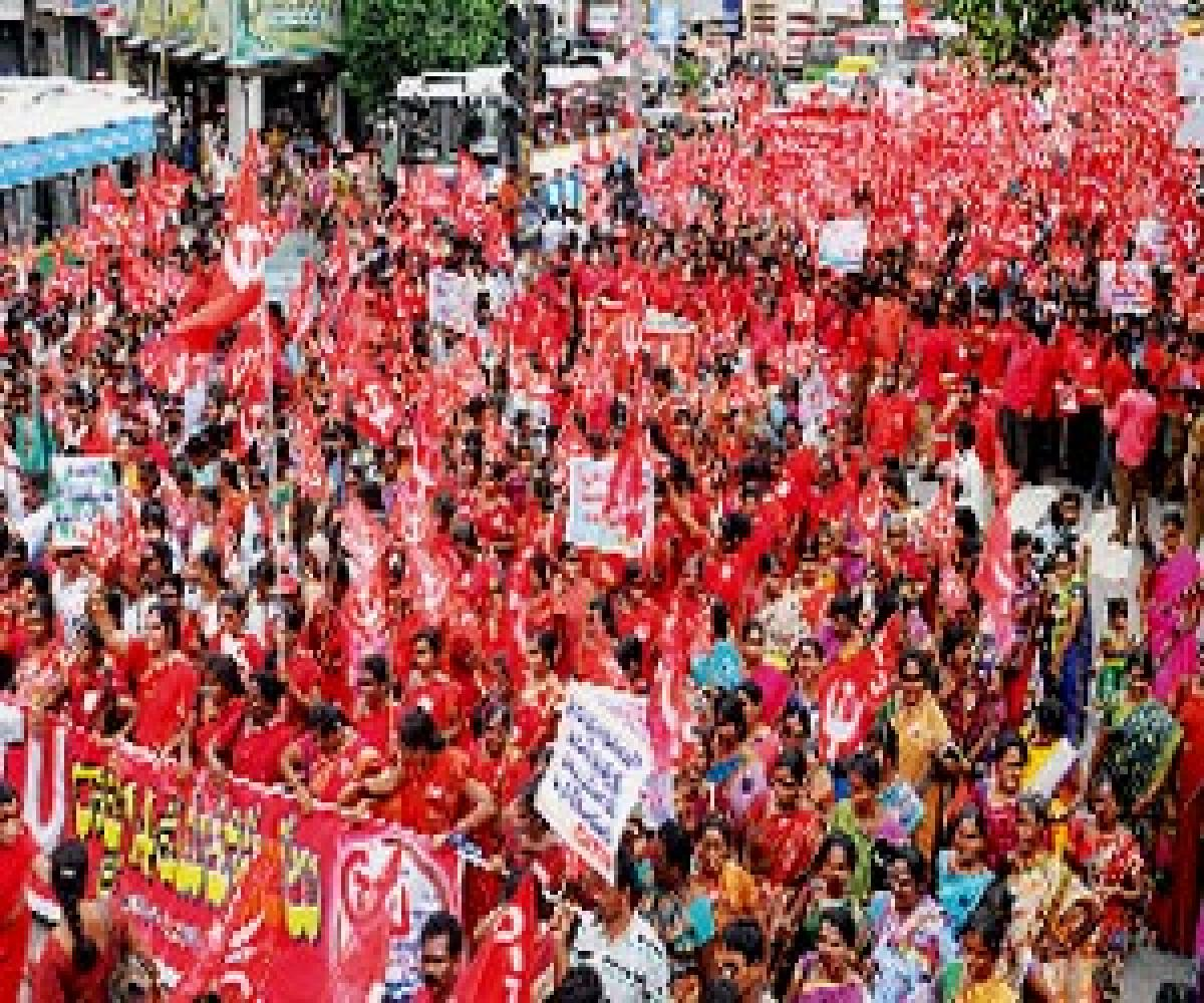 Thousands take part in CITU rally