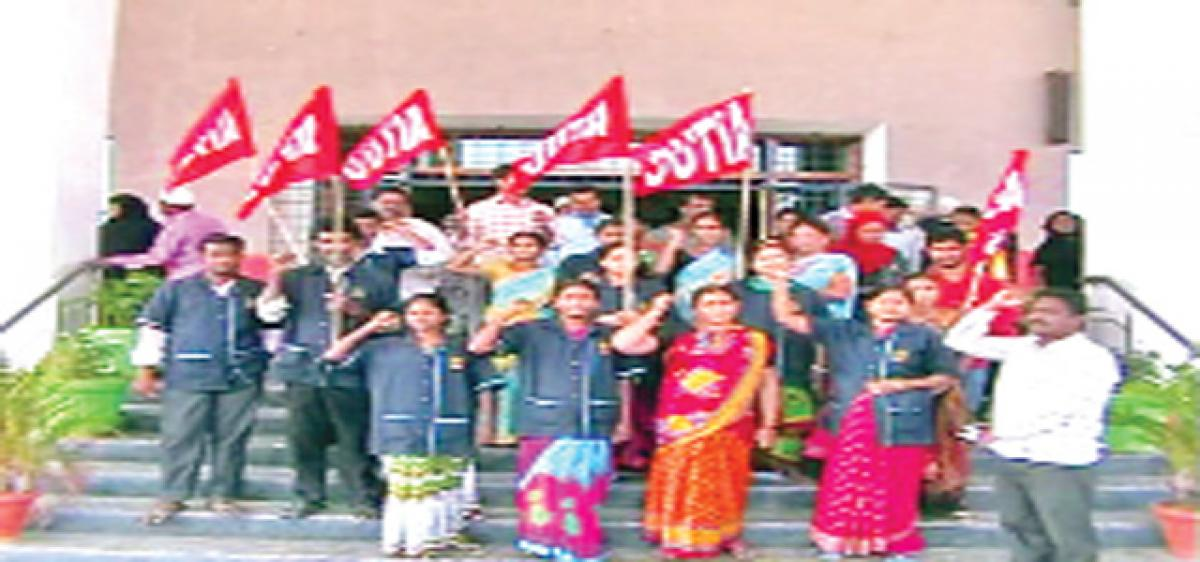 Medical workers hold dharna