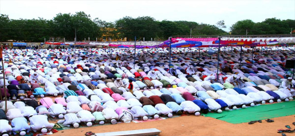 Religious fervour marks Ramzan