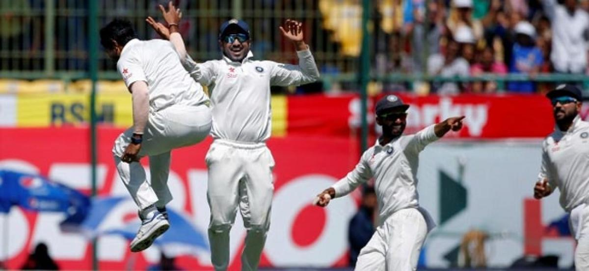 India bowl out Australia for 137, to chase 106 to win 4th Test